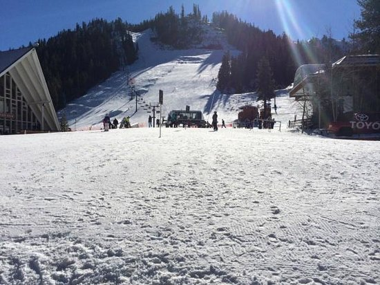 Squaw Valley Ski Area: Snow at the base of the mountain