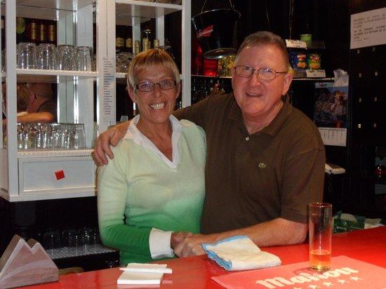 Legends Bar La Pineda : Ann and Jeff