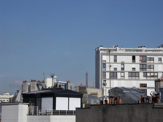Mercure Paris Gare Montparnasse : Tour Eiffel dalla camera al mattino