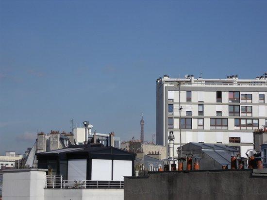 Mercure Paris Gare Montparnasse: Tour Eiffel dalla camera al mattino