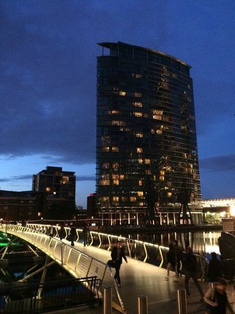 London Marriott Hotel West India Quay: hote by night
