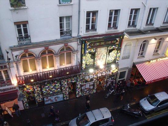Mercure Paris Gare Montparnasse : Comedie Italienne visto da altra stanza su Rue Gaitè