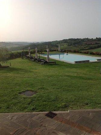 Agriturismo Il Castagno: piscine avec une vue 360 degre sur la Toscane