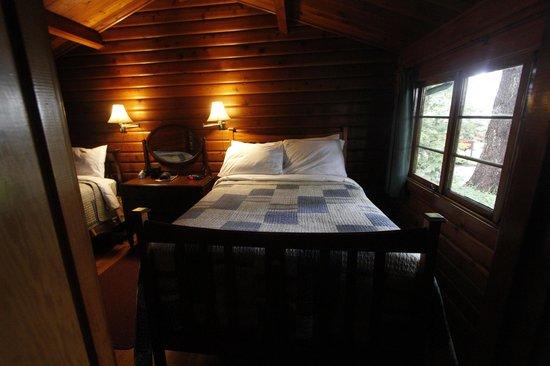 Dolphins Resort and Anglers Dining: Dark Bedroom