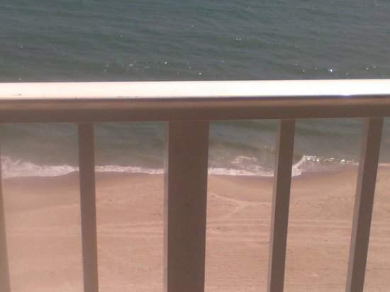 Radisson Suite Hotel Oceanfront: The view from our suite!