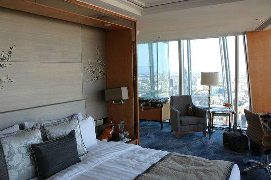 Shangri-La Hotel, At The Shard, London : The room