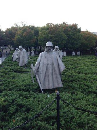 Korean War Veterans Memorial : Walking in the fields