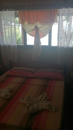 Coral Bay Resort: our bungalows bed