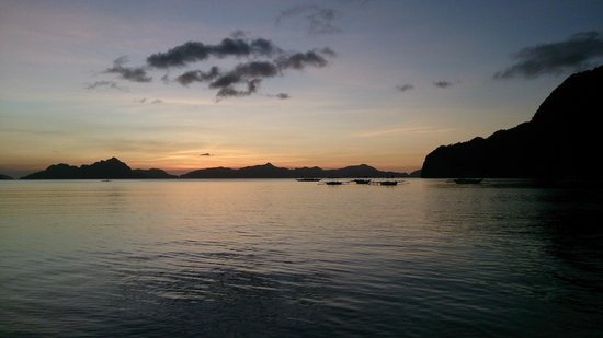 Coral Bay Resort: Sunset on the beach