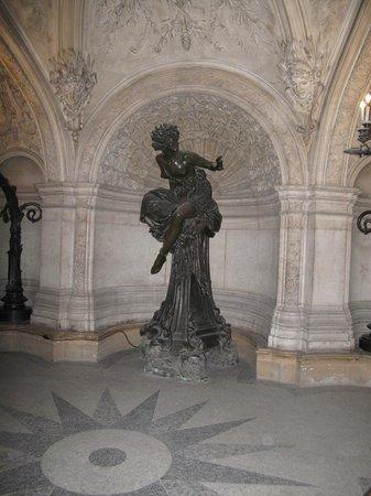 Opéra Garnier : Bronze sculpture