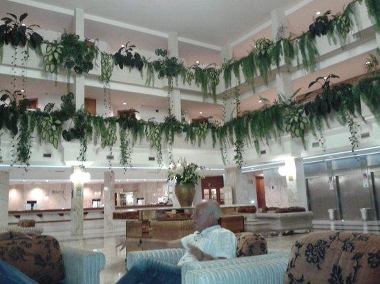 Spring Hotel Vulcano: Safari shopping centre behind hotel