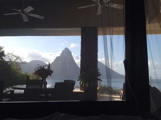 Jade Mountain Resort : I woke up like this! (view from bed)