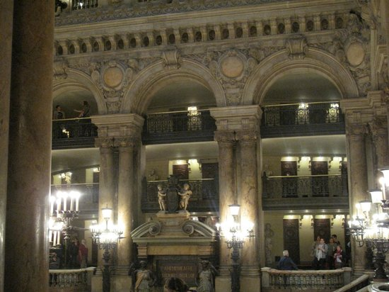 Opéra Garnier : In the grand entryway