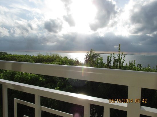 Hilton Key Largo Resort: Awesome sunsets from our 3rd floor balcony