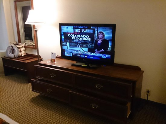 Best Western Suites Near Opryland: Wide TV with different channels