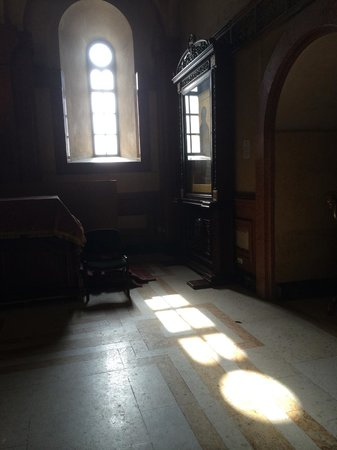 Tsminda Sameba Cathedral: Light from window