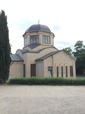 Tsminda Sameba Cathedral: smaller building