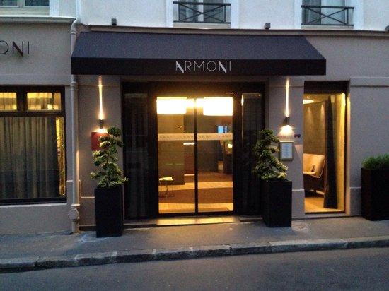 Hotel Armoni : Su hermosa entrada.