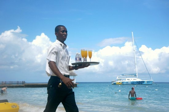 Sandals Royal Plantation : Breakfast is served.... on the beach!