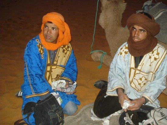 Auberge Sandfisch: Les fidèles coéquipiers d'Omar
