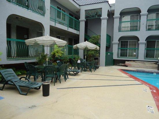 Quality Inn Hollywood: Área da piscina