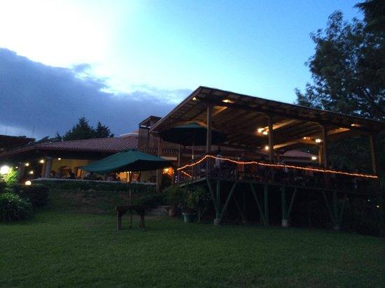 Las Brumas Grill y Café: Area de Terraza