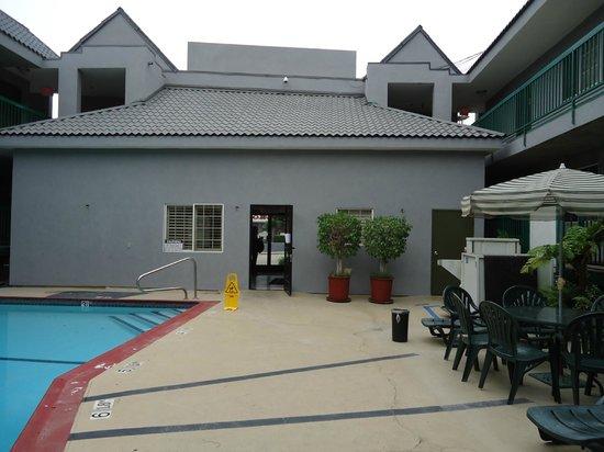 Quality Inn Hollywood: Área interna do hotel