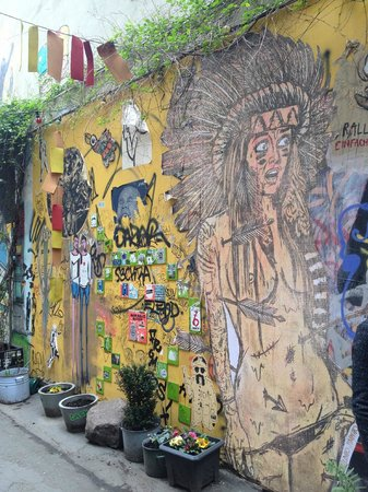 Alternative Berlin Tours: more great street art