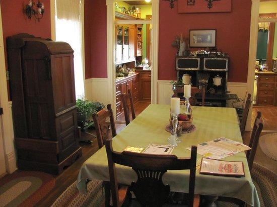 Purple Sage Inn Dining Room