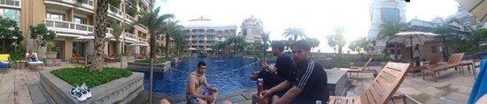 ITC Grand Chola, Chennai: swimming pool