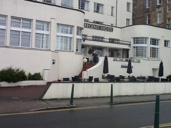 Regent Hotel: Art deco frontage, sided by main entrance & restaurant.