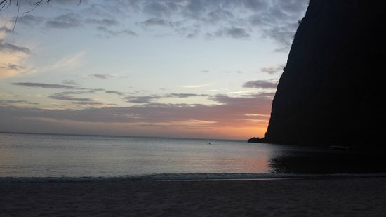 Sugar Beach, A Viceroy Resort: Sunset from beach