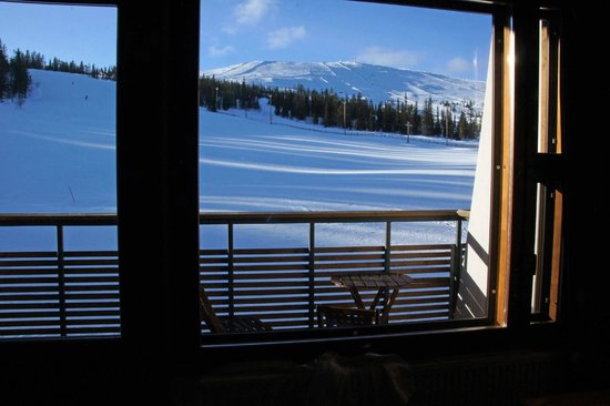 Lapland Hotel Saaga: View from north-facing bedroom towards the mountain