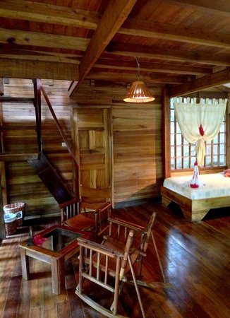 Samasati Retreat & Rainforest Sanctuary: Stairs to second floor in a Bungalow