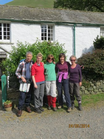 Burnthwaite Farm : Group photo outside B&B