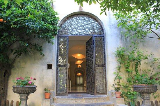 Hospes Palacio del Bailio : porte donnant acces au jardin