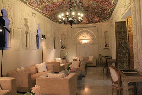 Hospes Palacio del Bailio: salon d'accueil