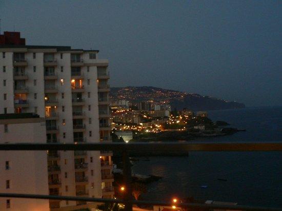Madeira Regency Cliff: Вид из окна вечером