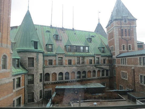 Fairmont Le Chateau Frontenac : View from room onto a Courtyard