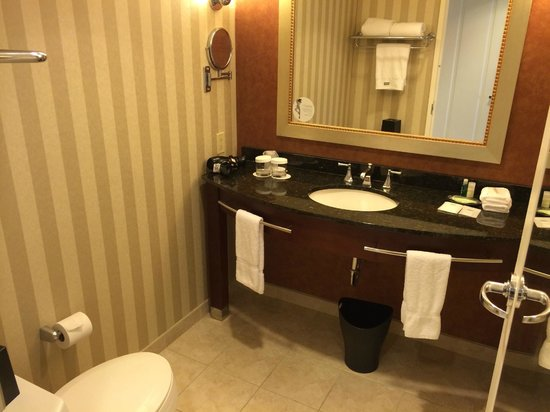 Westin Charlotte: Bathroom