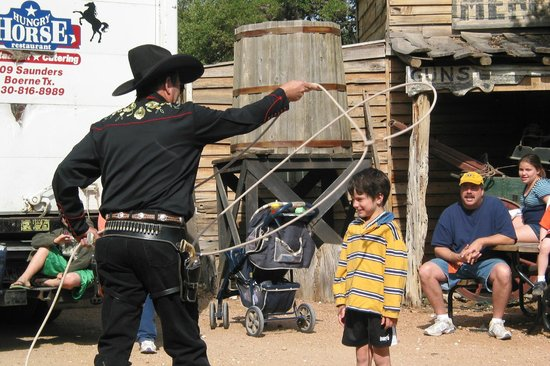 Enchanted Springs Ranch: Rope tricks
