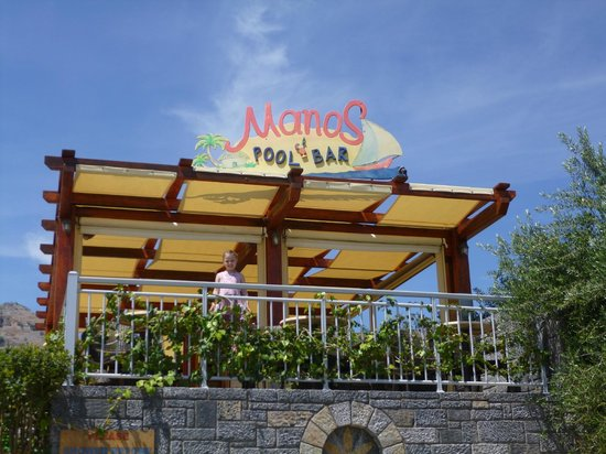 Manos Apartments : pool bar