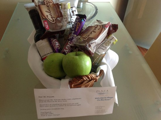Plaza on the River : Gift basket on arrival from Ms. Kolbert