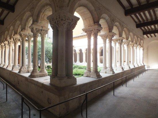 Cathedrale St. Sauveur: Claustro da Catedral de St-Sauveur
