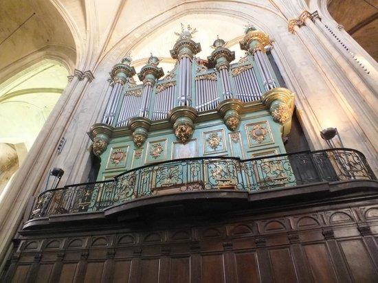 Cathedrale St. Sauveur: Órgão da Catedral de St-Sauveur