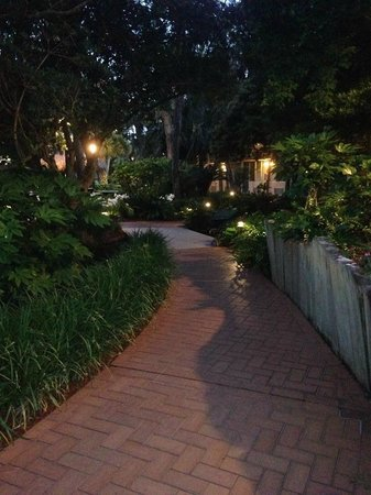 Ramada Plaza Fort Walton Beach Resort/Destin: lovely landscaping