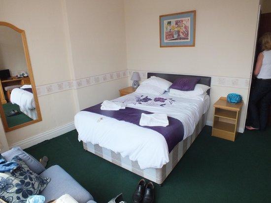 The Long Eaton Hotel : bedroom 14