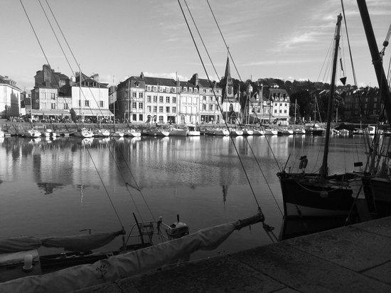 La Petite Folie: Honfleur harbor