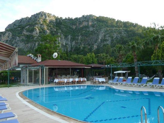 Keysan Yunus Hotel: Pool Bar & Mountain view
