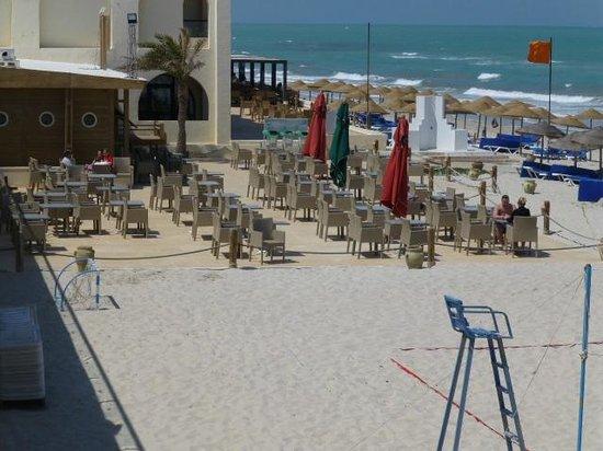 SENTIDO Djerba Beach : terras OP het strand!